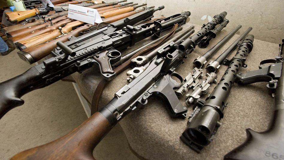 Sichergestellte Waffen- und Sprengstoffsammlung eines Rentners in Rheinland-Pfalz (Januar 2011)