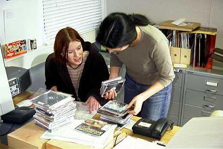Vor der Sendung immer die CDs sortieren!