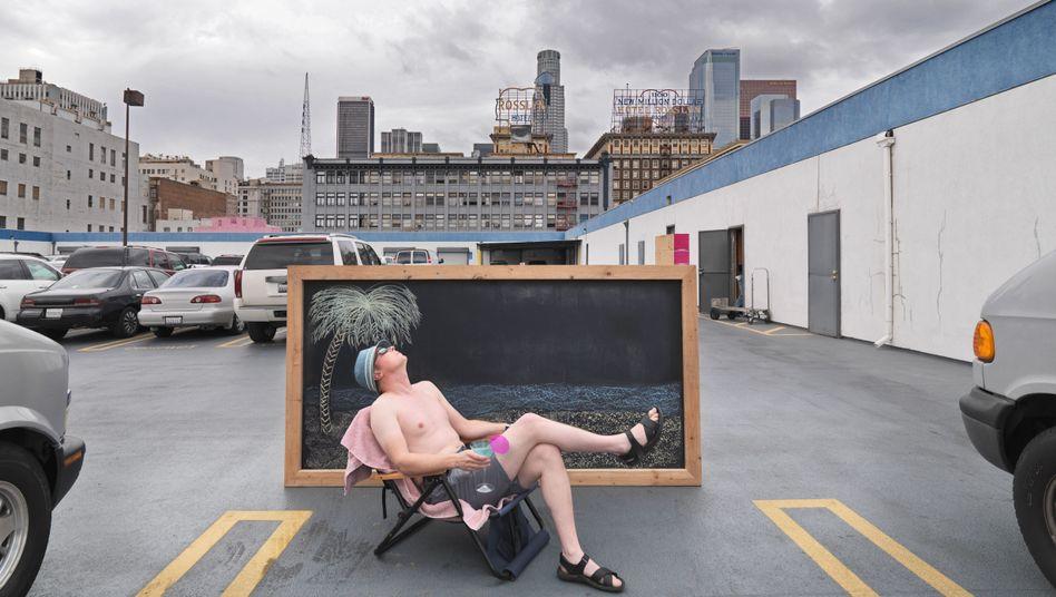 Urlaub für wenig Geld: Sonnenbaden auf dem Parkdeck
