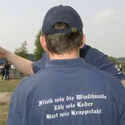 """Feuerwehrleute aus Groß Gaglow: """"Wir haben die T-Shirts geschenkt bekommen"""""""