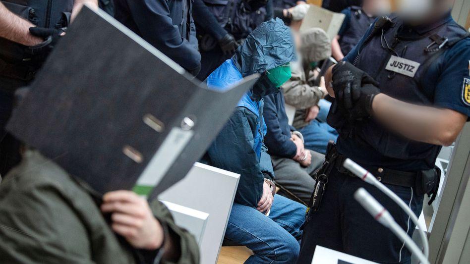 Angeklagte im Gerichtssaal in Stammheim (Archiv): Die »Gruppe S.« soll eine rechtsterroristische Vereinigung gewesen sein