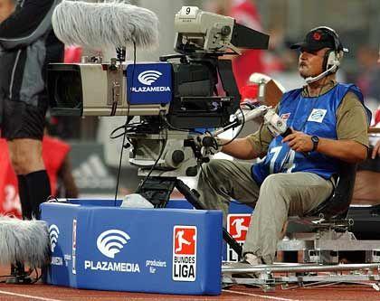 TV-Kamera im Fußballstadion: Die Liga vergibt die Rechte nun selbst