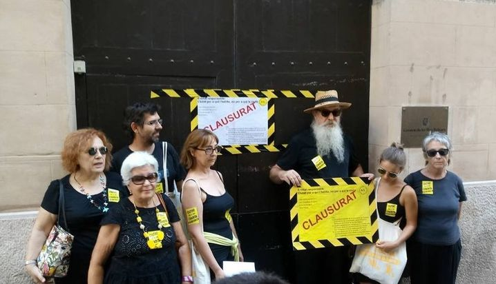 """Geschlossen"": Demonstranten in Palma sperrten symbolisch das Tourismusministerium"