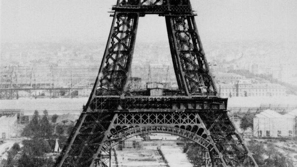"""Bauarbeiten am Eiffelturm: """"Wie ein riesiger, düsterer Fabrikschlot"""""""