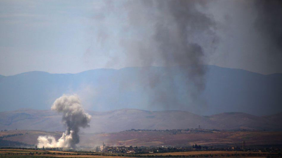 Luftangriff auf Gebiet am Rande des Dschabal al-Akrad: Heftige Kämpfe um die Höhenzüge