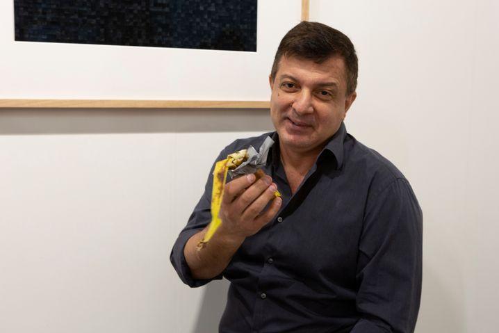 """""""Danke, sehr gut"""", sagte David Datuna, als er die Banane verzehrt hatte"""