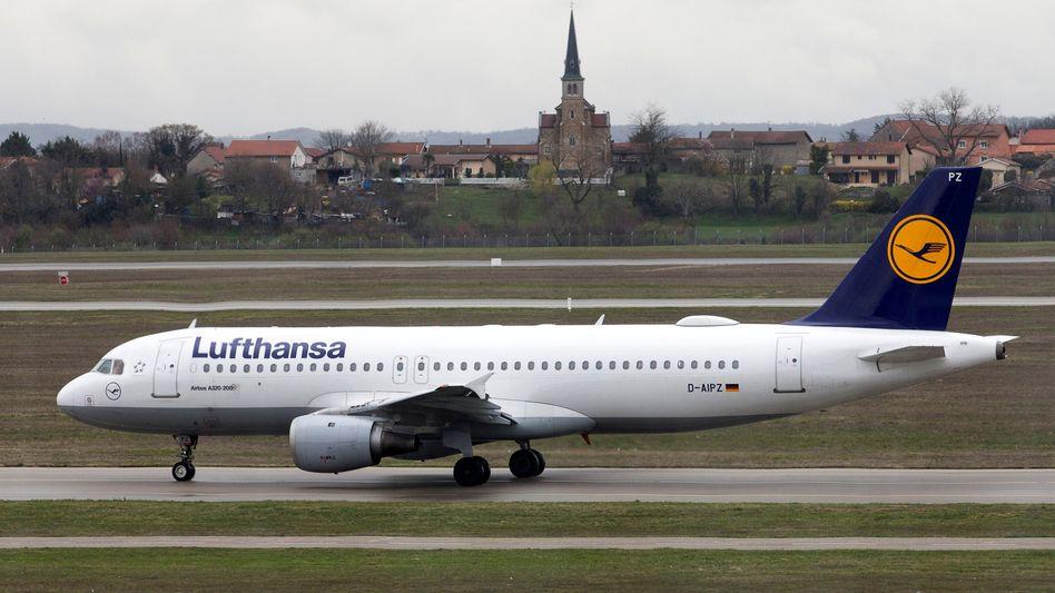 Lufthansa-Maschine in Lyon (Archivbild): Ab Juni sollen verstärkt touristische Ziele angeflogen werden