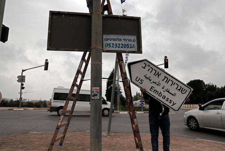 Wegweiser zur neuen US-Botschaft in Jerusalem