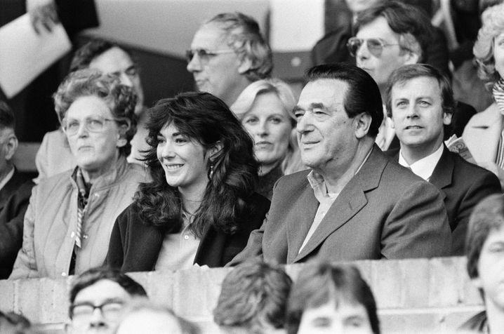 Robert Maxwell mit seiner Tochter Ghislaine bei einem Fußballstpiel im Jahr 1984