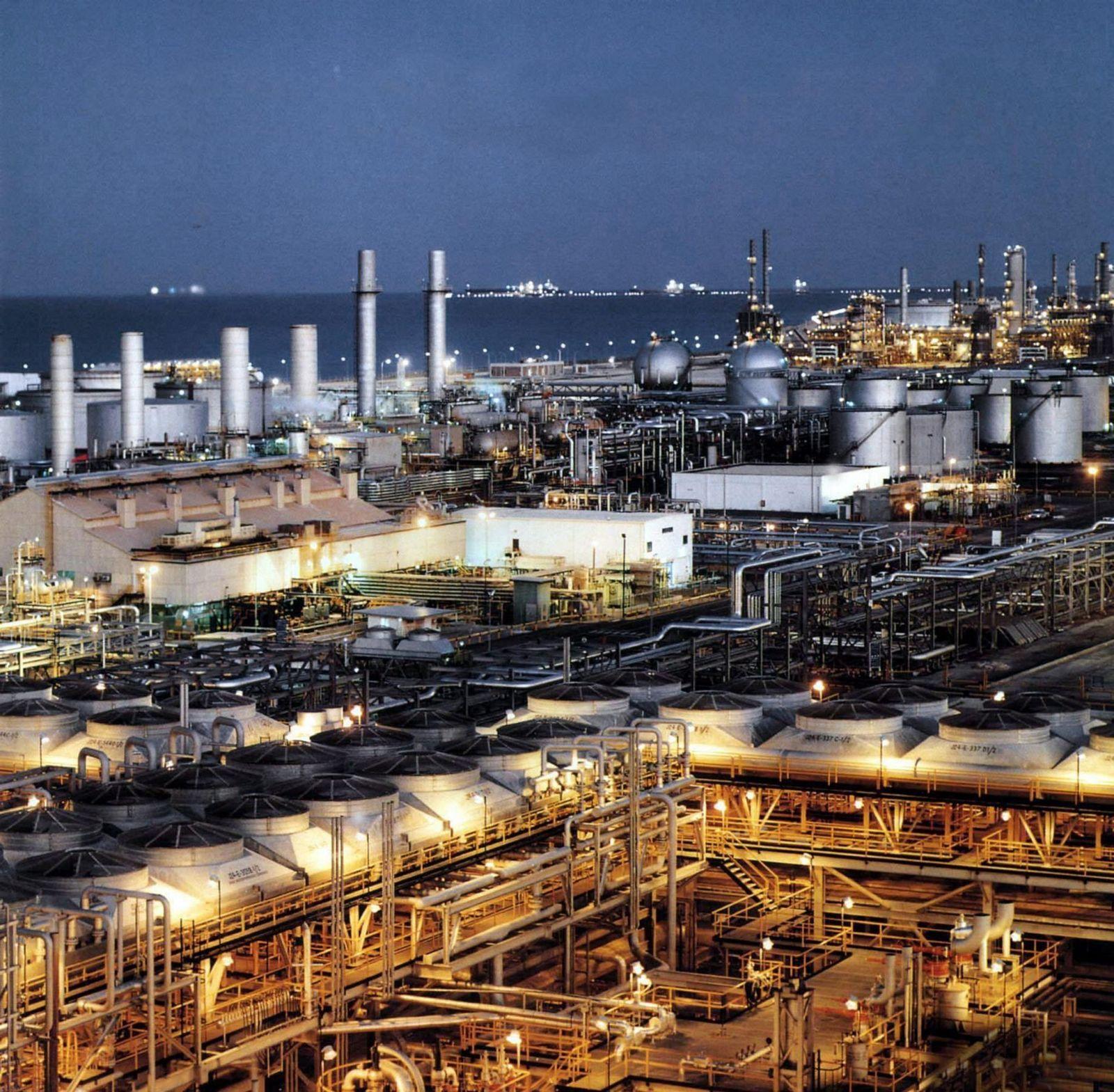 Erölraffinerie / Raffinerie