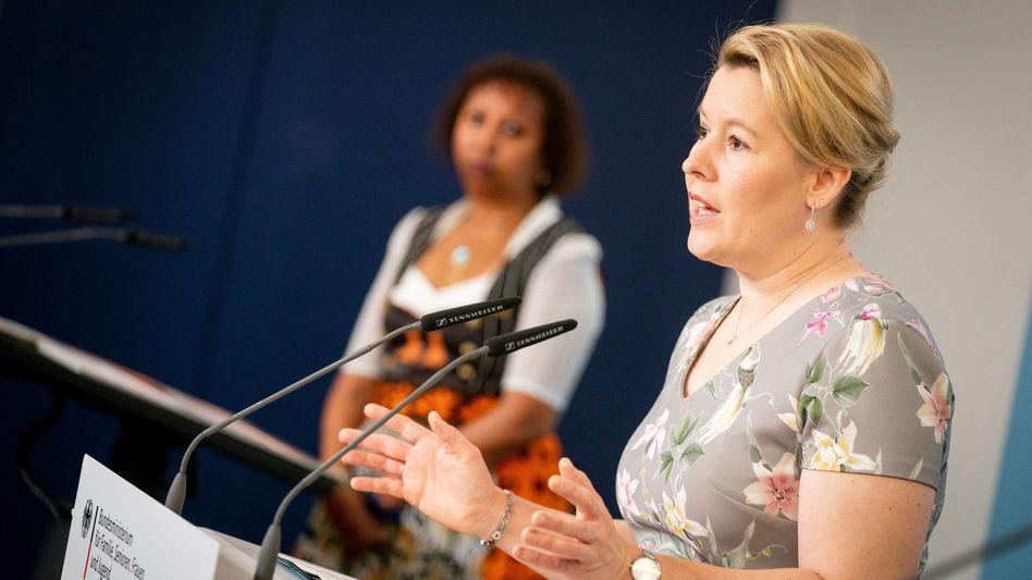 """Familienministerin Franziska Giffey: """"Eine schwere Menschenrechtsverletzung, eine archaische Straftat"""""""