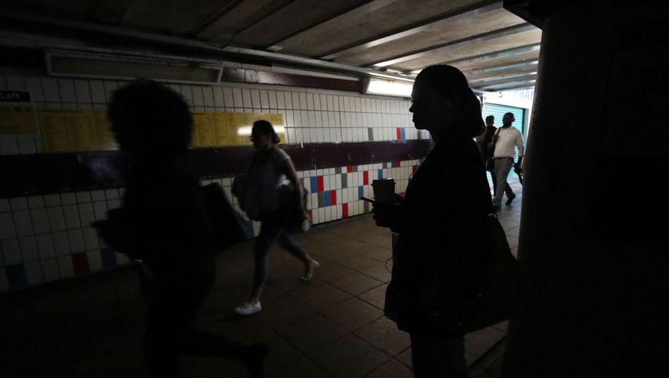 Besonders London war vom Stromausfall betroffen - auch am Bahnhof Clapham Junction war es stockfinster
