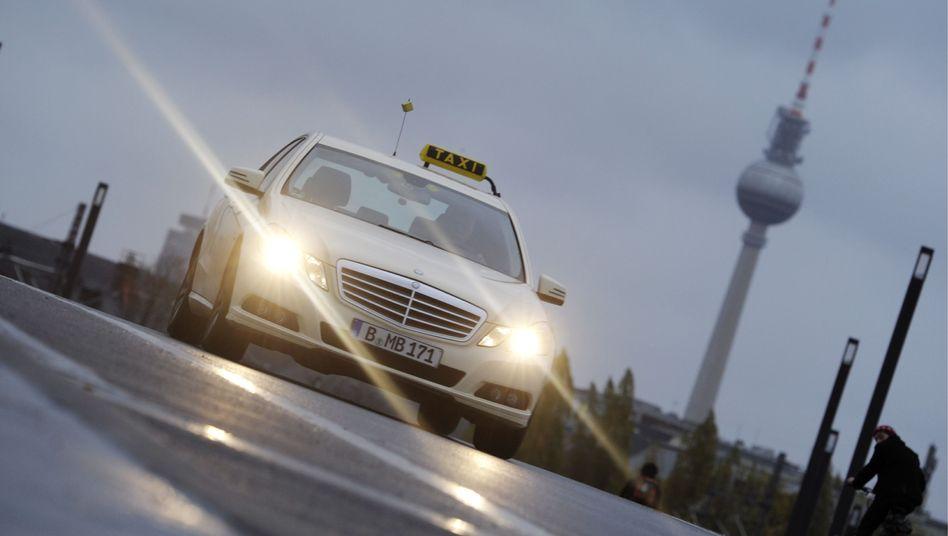 Immerhin Mercedes: Taxifahrer gilt als klassischer Job für Geisteswissenschaftler in Not