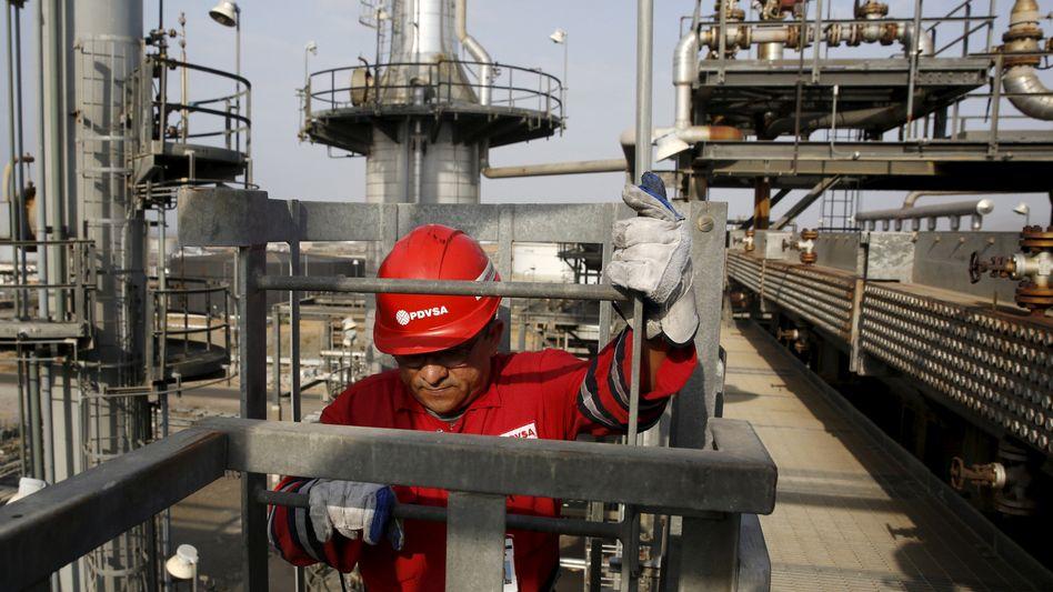 Arbeiter auf Ölfeld in Venezuela