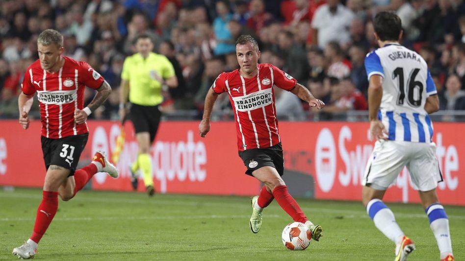 Die Ex-Nationalspieler Philipp Max (l.) und Mario Götze im Trikot von PSV Eindhoven