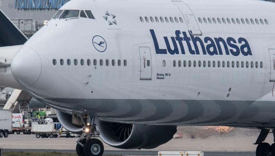 Eine Boeing 747 der Lufthansa in Frankfurt: Flugplanum 150 Maschinen gestutzt