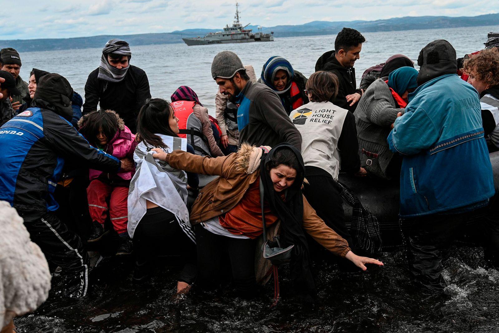 TOPSHOT-GREECE-TURKEY-EU-MIGRANTS-CONFLICT