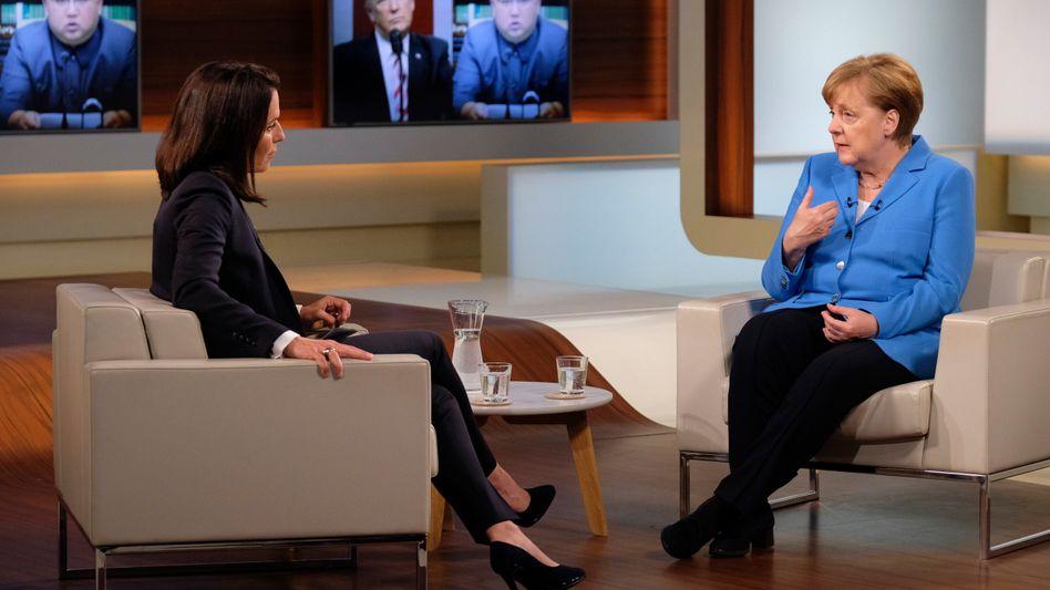 Angela Merkel (rechts), Anne Will