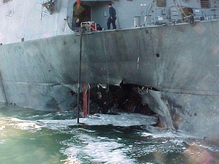 """Anschlag auf den US-Zerstörer USS """"Cole"""" im Oktober 2000"""