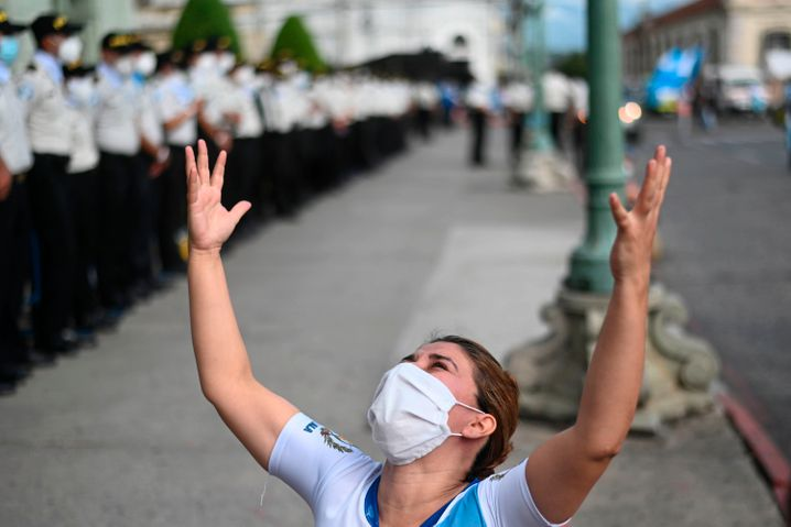 Tausende gehen für den Wandel in Guatemala auf die Straße