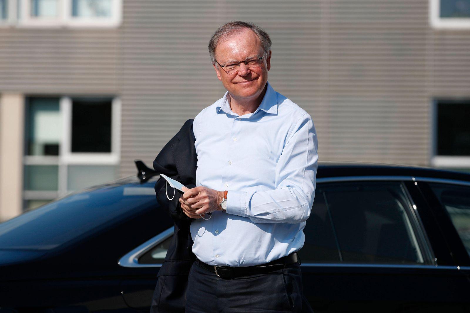 27.04.2020, Agentur fuer Arbeit, Hannover, Bundesarbeitsminister Hubertus Heil und Stefan Weil (SPD, Nds. Ministerpraesi