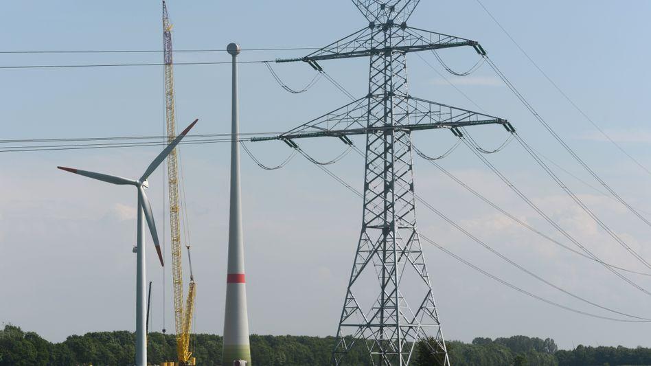 Strommast: Netzbetreiber fordern höhere Rendite