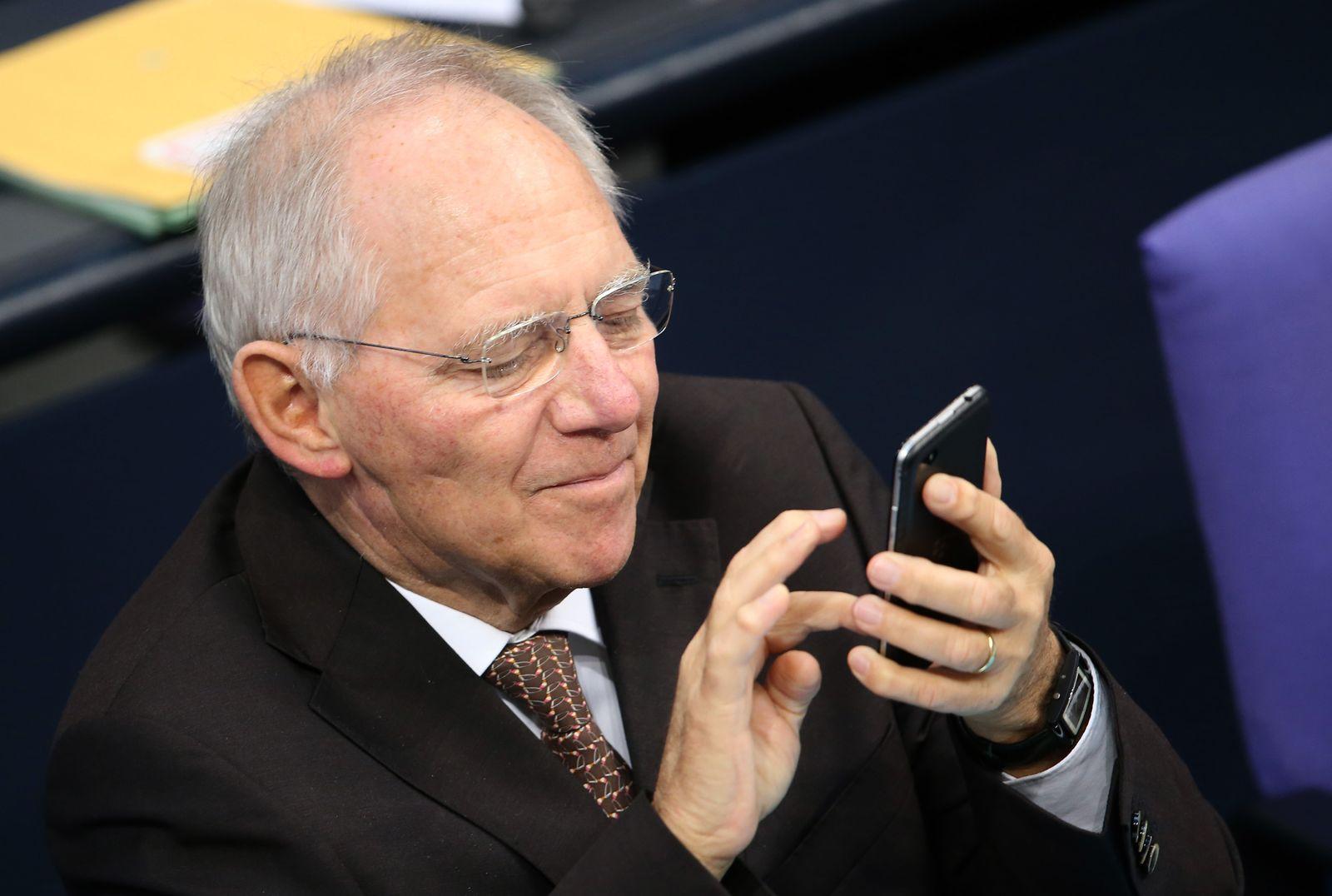 Wolfgang Schäuble/ Handy/ Smartphone/ Bundestag Haushaltsdebatte