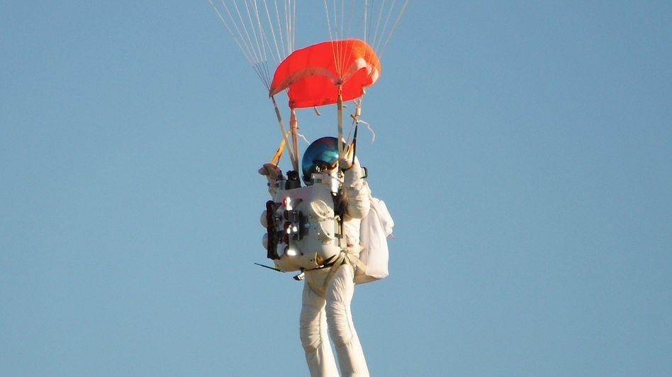 Sprung aus 41.000 Metern Höhe: 57-Jähriger übertrumpftFelix Baumgartner