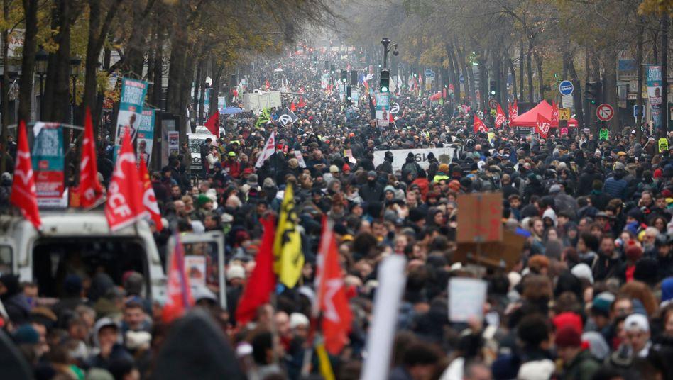 Demonstration am 5. Dezember in Paris: Präsident Macron steht unter Druck