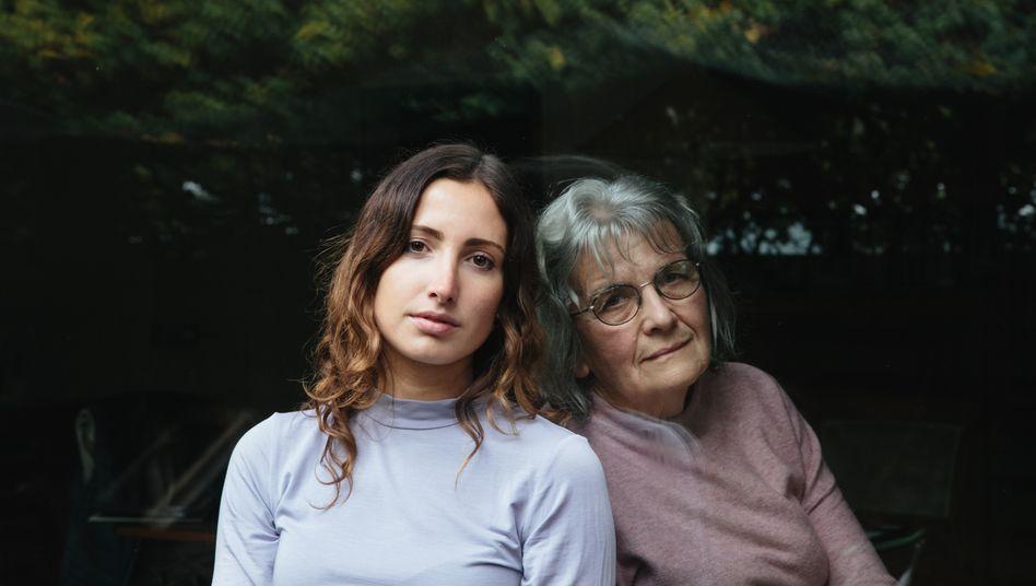 Autorin Wiebke Bolle mit ihrer Oma Ingrid
