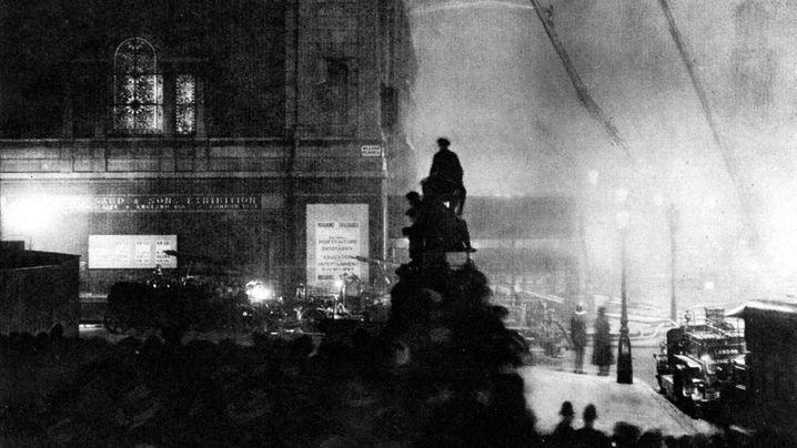 """London 1925: """"Spannendstes Feuerspektakel seit Jahren"""""""