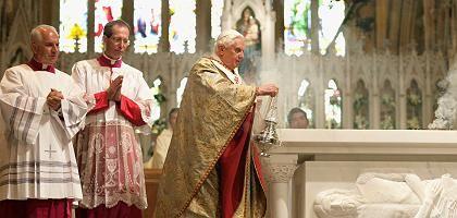 Benedikt XVI. am Samstagmorgen in der Kathedrale Sankt Maria in Sydney: In Australien sind bereits über hundert Priester wegen sexueller Übergriffe rechtskräftig verurteilt worden
