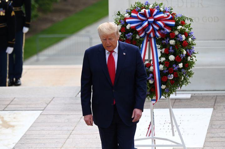 Trump nimmt an einer veranstaltung zum Memorial Day teil