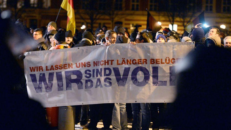 Demonstranten in Potsdam: Gegenseitige Verunglimpfung