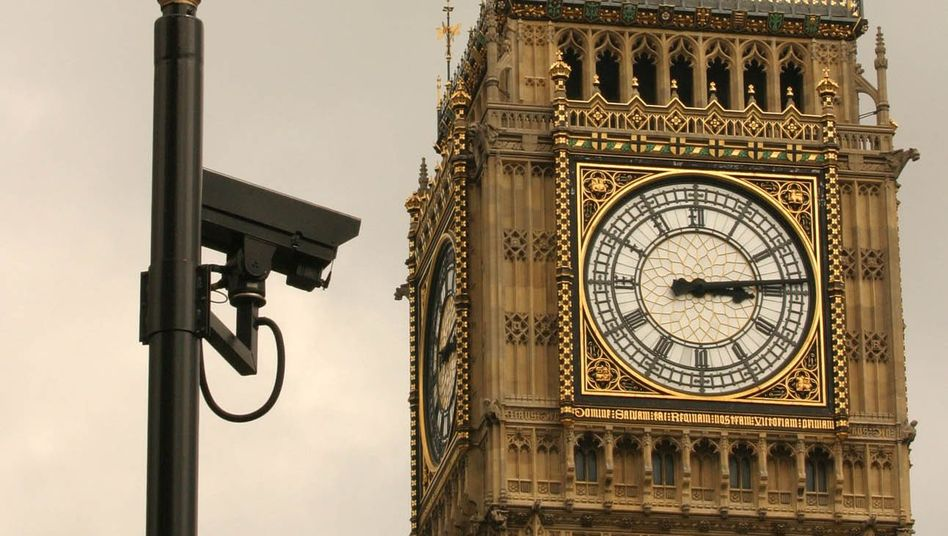 Kamera am Big Ben in London: Einsatz von Software zur Überwachung Unschuldiger?