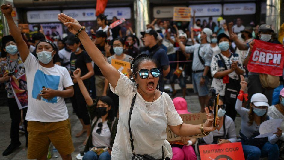 Demonstrierende in Yangon: »Wir haben keine Angst«