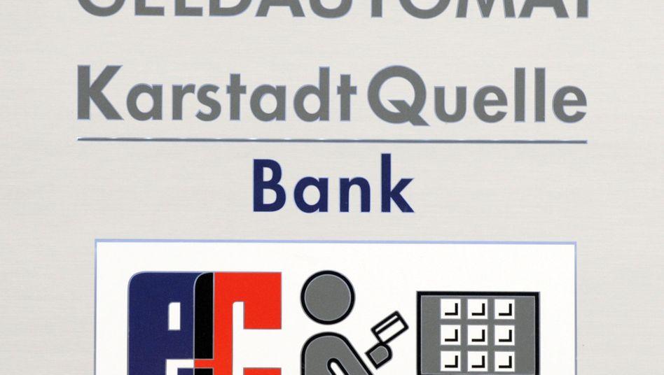 """Geldautomat der KarstadtQuelle-Bank: Kreditkarte """"zur eigenen Sicherheit sperren"""""""