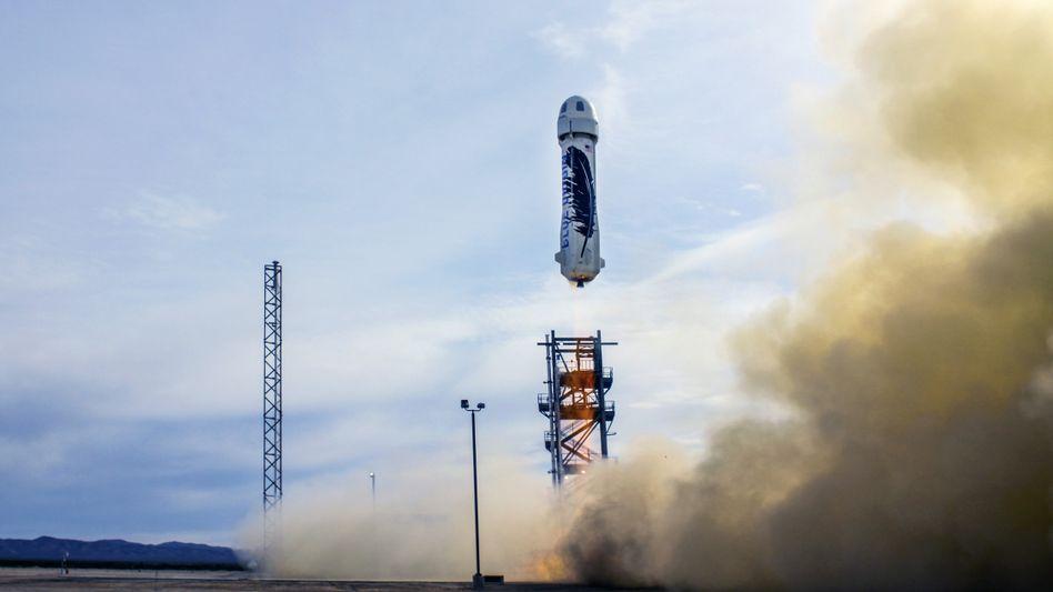Weltraumtourismus: Bezos gelingt Testflug mit wiederverwendbarer Rakete