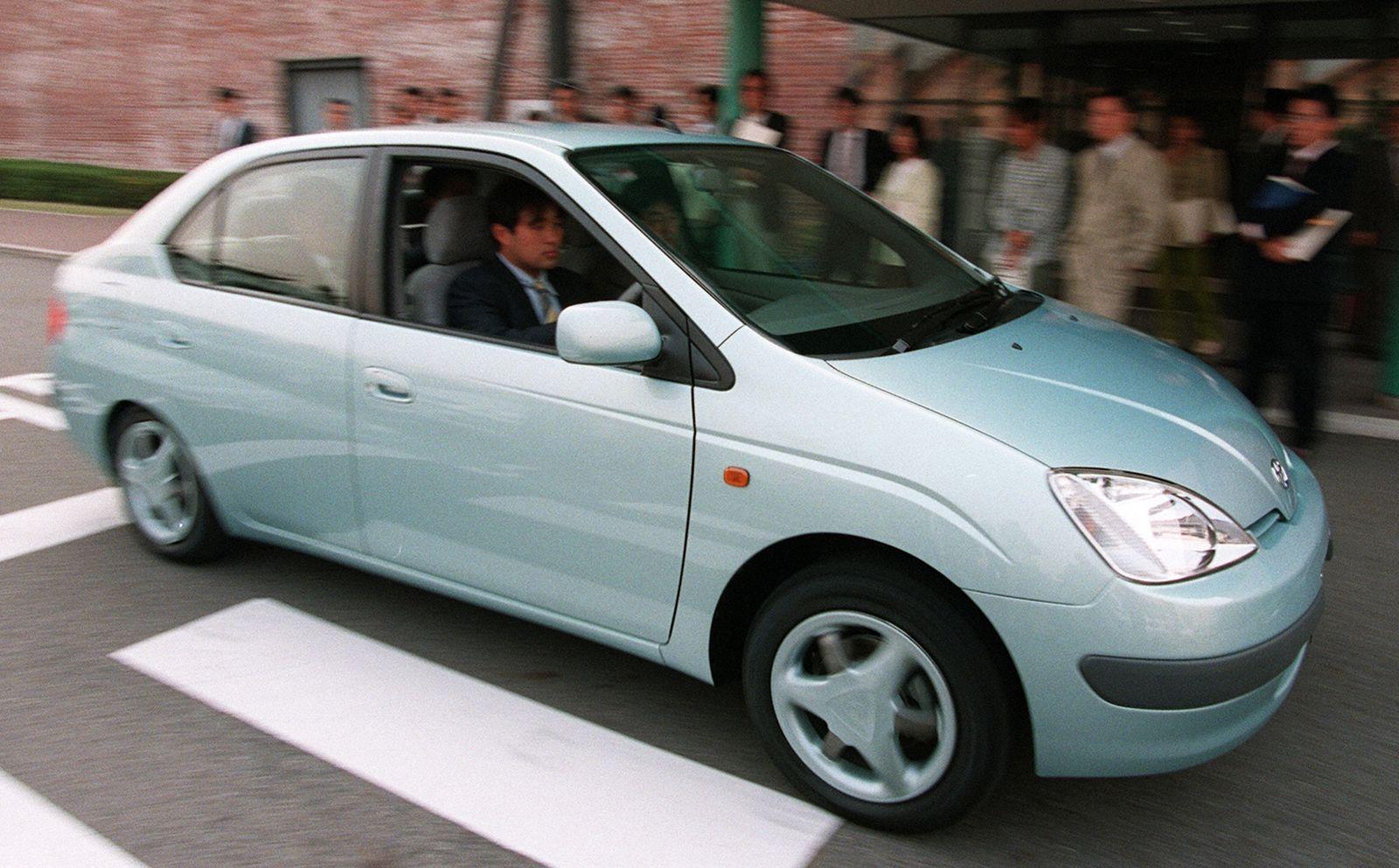 Toyota Motor Unveils Hybrid Vehicle 'Prius'