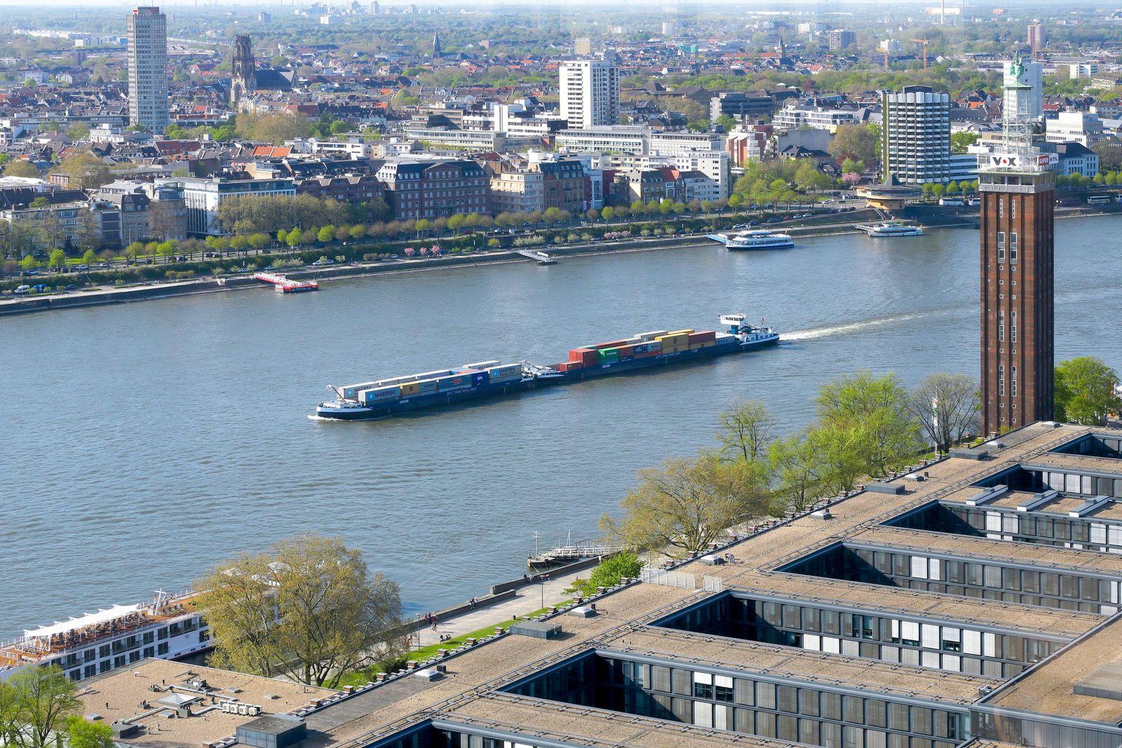 EINMALIGE VERWENDUNG Containerschiff