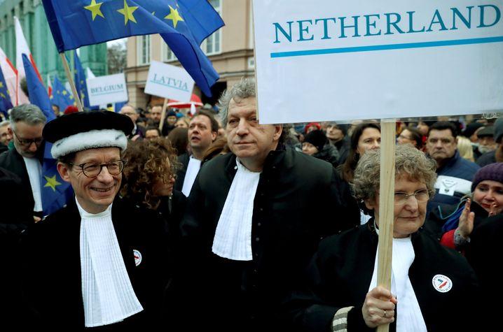 Viele Richter - darunter auch diese aus den Niederlanden - demonstrierten in ihren Roben