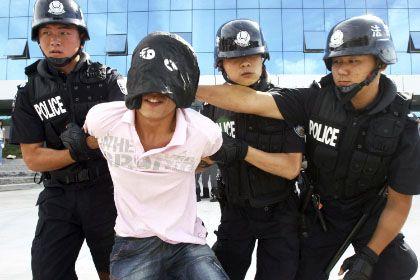 Polizisten in Peking bereiten sich in einer Übung auf mögliche Demonstranten vor