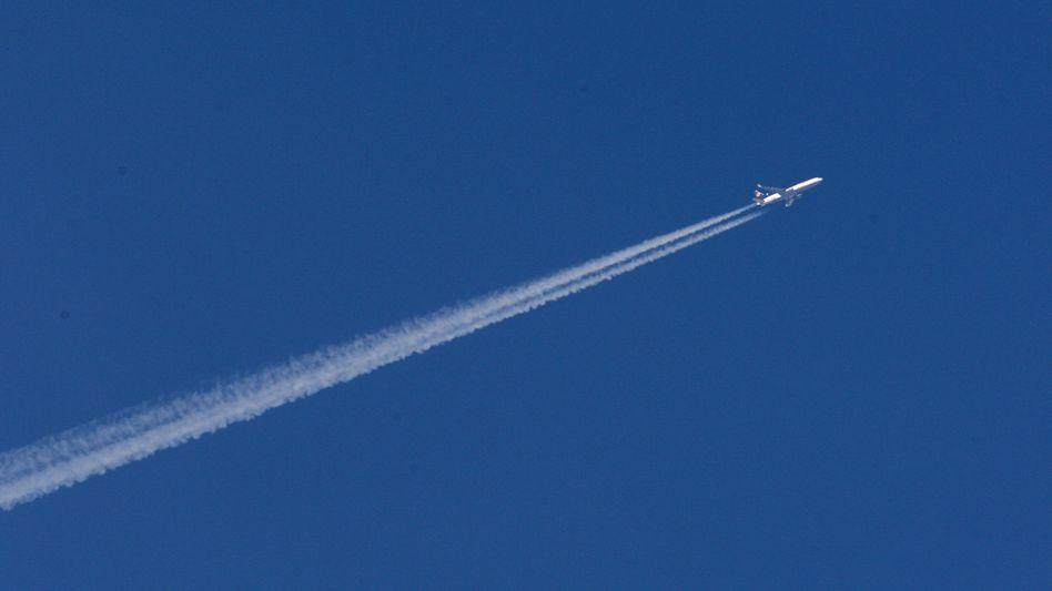Lufthansa-Maschine über Oberpfaffenhofen: Leere am Himmel