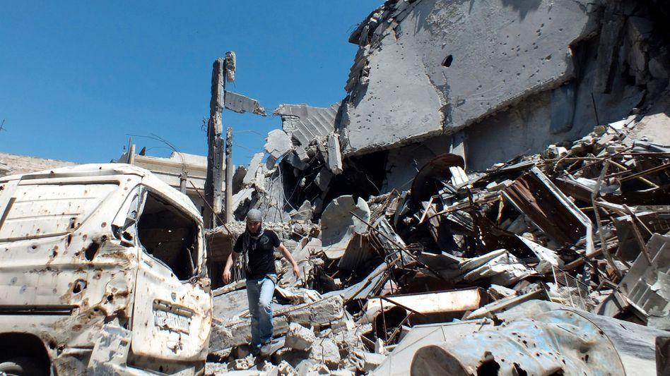 Zerstörte Häuser nach Angriffen in Homs: Verdacht auf Sarin-Einsatz in Syrien