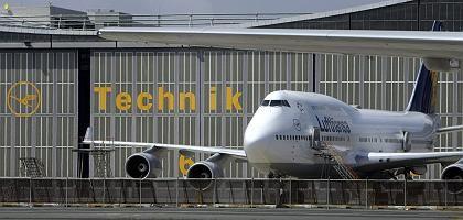 Boeing 747-400 vor einer Wartungshalle: Streik sorgt für Ausfälle