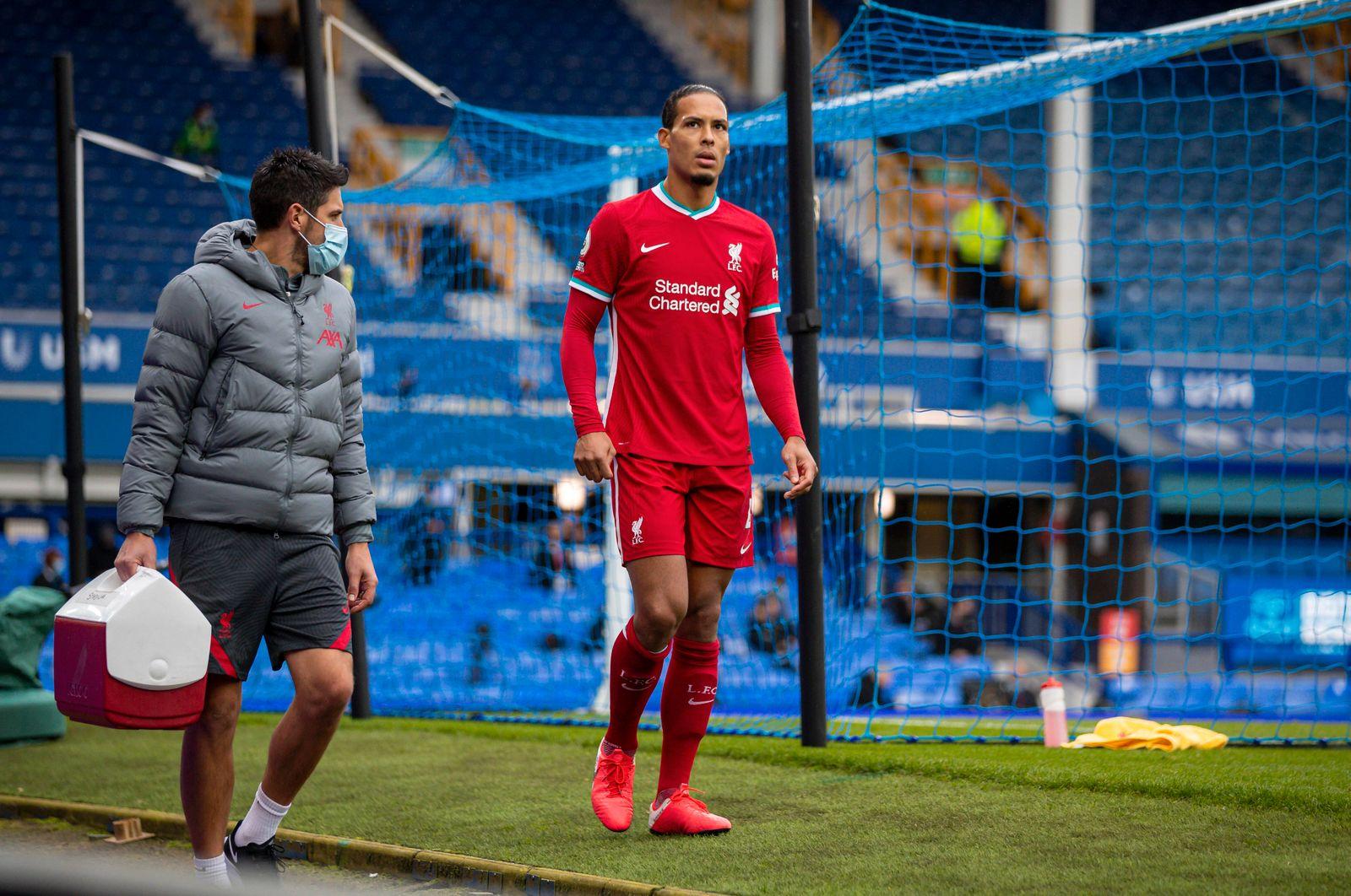 (201018) -- LIVERPOOL, Oct. 18, 2020 -- Liverpool s Virgil van Dijk (R) limps off injured during the Premier League matc