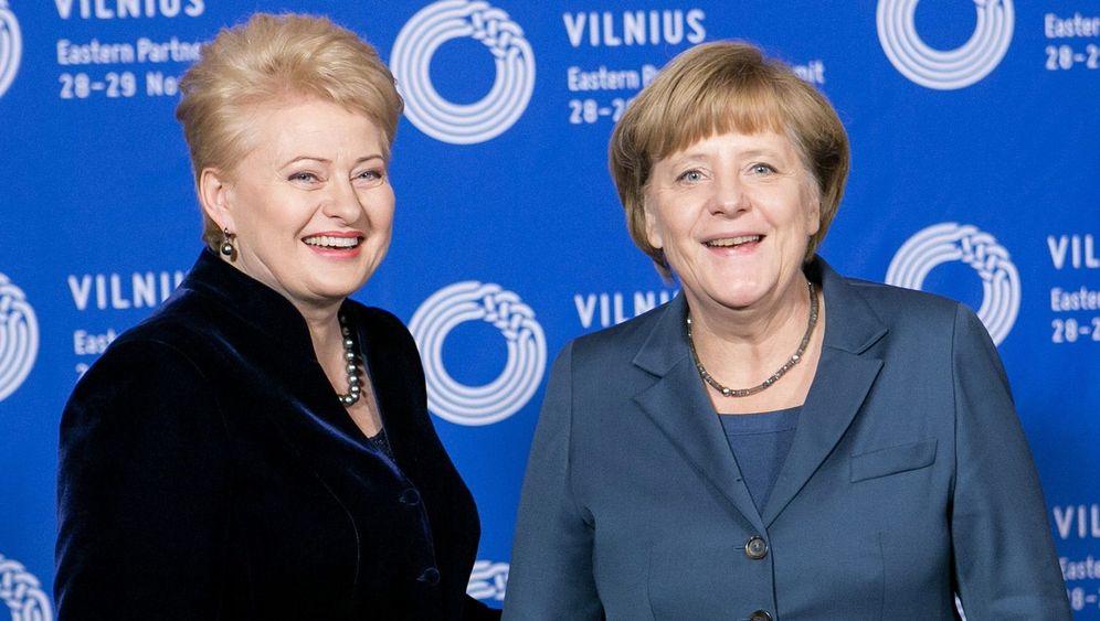 Merkel und Gabriel: Roter Teppich, rote Basis