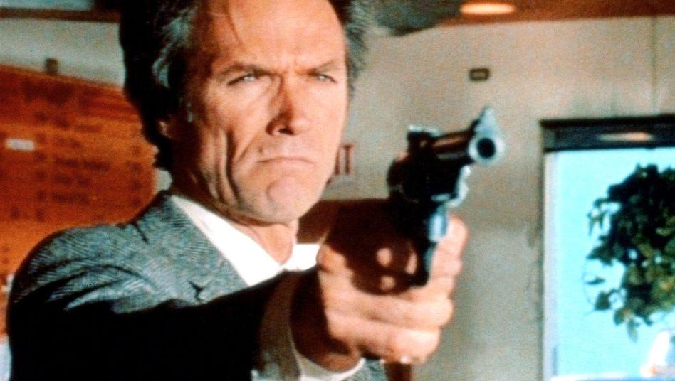 """Clint Eastwood in """"Dirty Harry"""": Don Siegel am Telefon"""