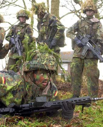 Bundeswehr: Soldatin bei der Ausbildung