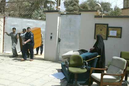 Aus der deutschen Botschaft in Bagdad war bereits am Donnerstag alles geklaut worden, was nicht niet- und nagelfest ist